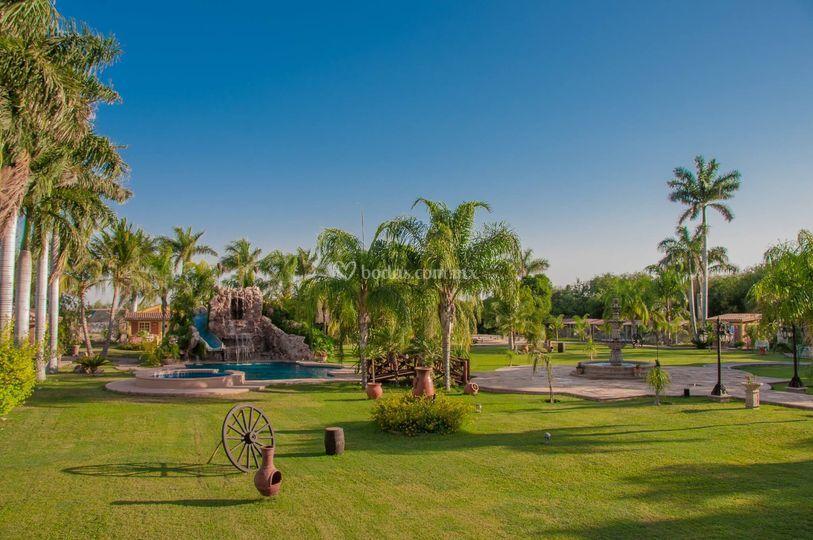 Hacienda la encantada for Jardin quinta real cd obregon