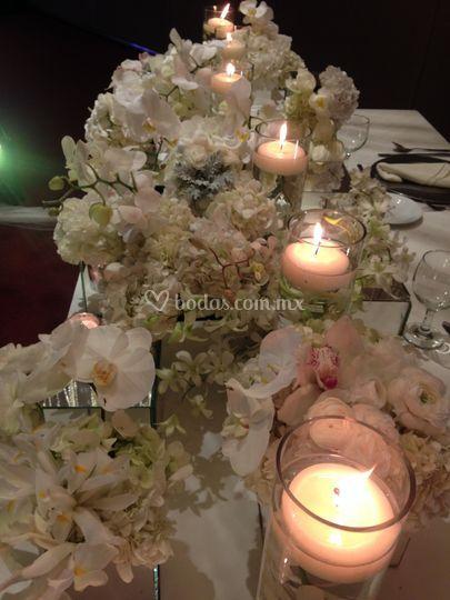 Mesa de novios con velas