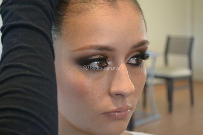 Novia en prueba de maquillaje