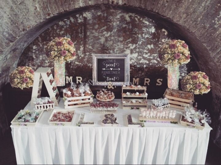 Mesa de dulces para boda de dolce vermell fotos for Dulce boda