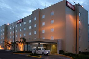 Hotel City Express Suites