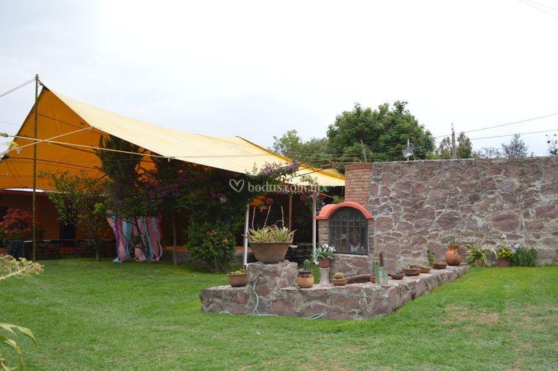 Jardín con lona
