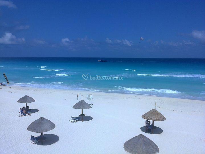 La Playa y Mar del Caribe