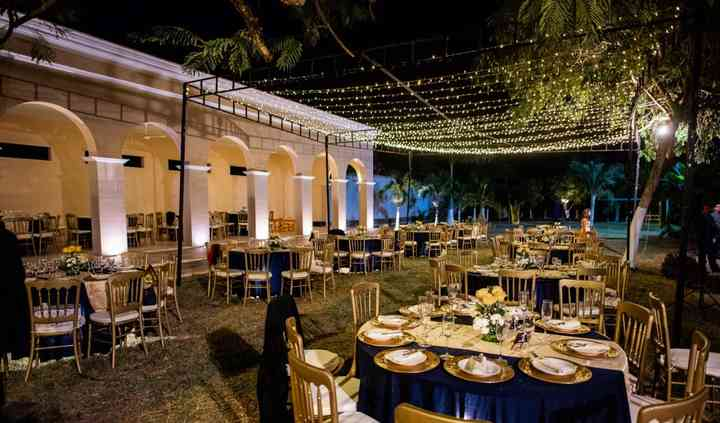 Banquete y cielo estrellado