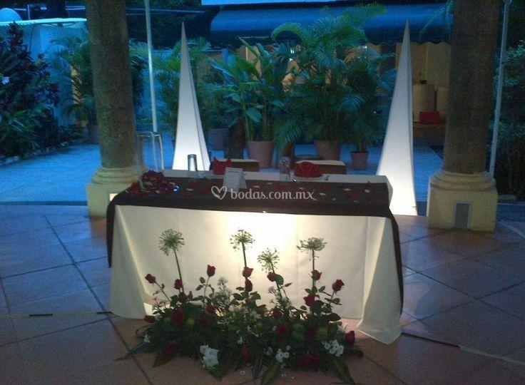 Mesa de honor iluminada
