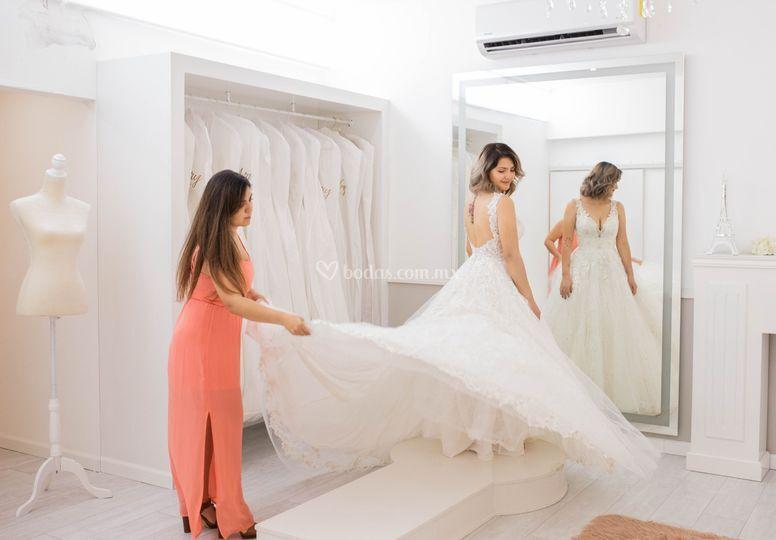 """""""el vestido escoje a la novia"""""""