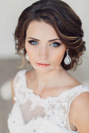 Peinado y maquillaje clásico
