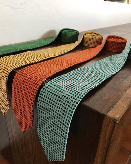 Varios modelos de corbata