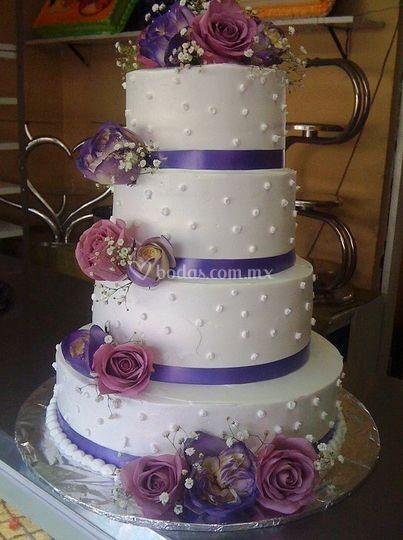 Con detalles en lila