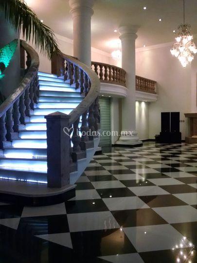 Escaleras y pista de la terraza