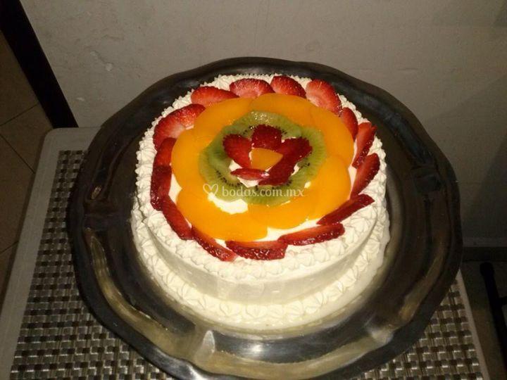 Pastel de tres leches y frutas