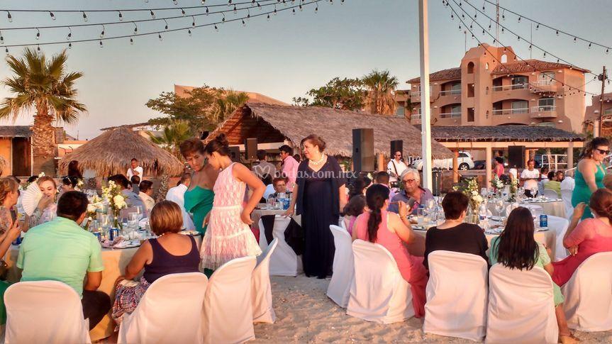 Hotel y fiesta en la playa