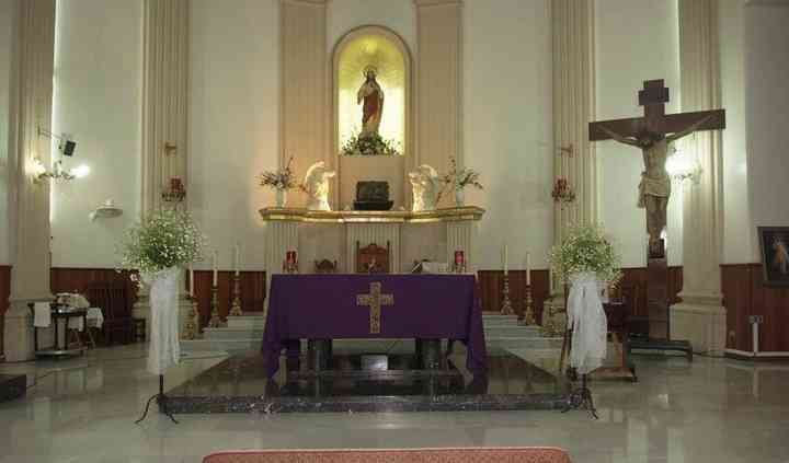Altar con bases florales