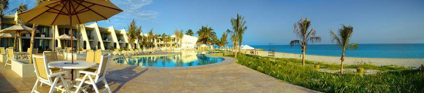 Piscina Principal y Playa