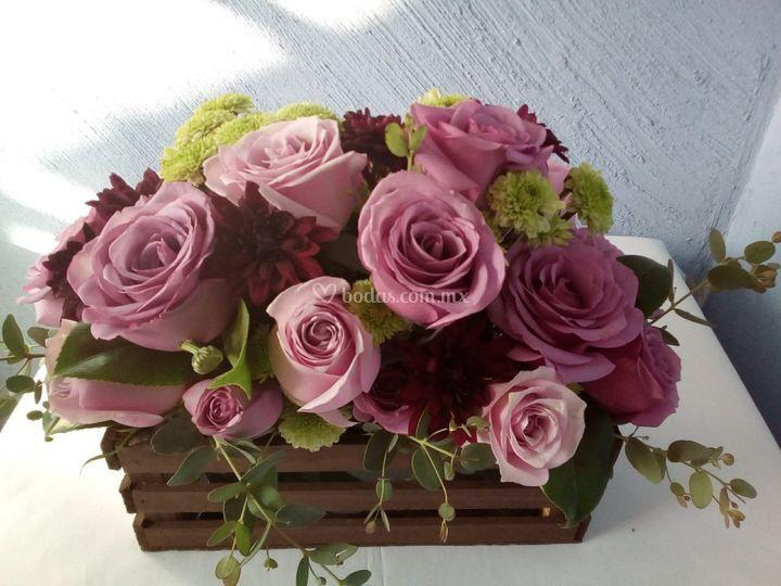 Centro de mesa rosas lila