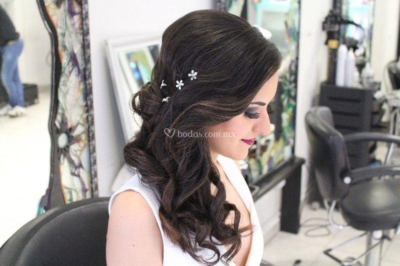 Hermoso peinado tipo cascada