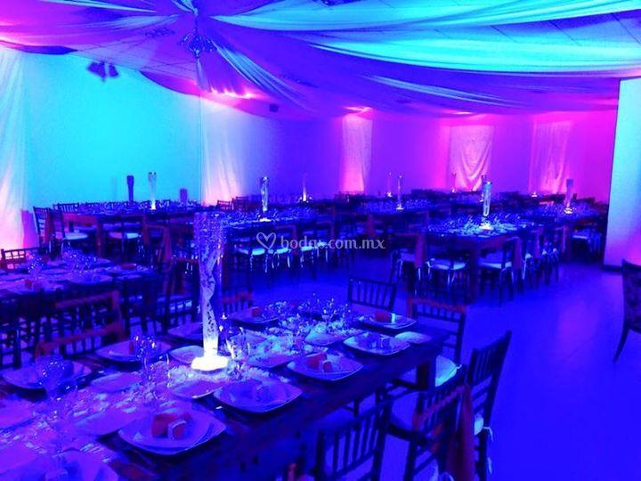 Ambiente de luces en el sal n de party co fotos - Luces para salon ...