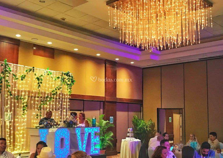 Mesa de novios hotel azul