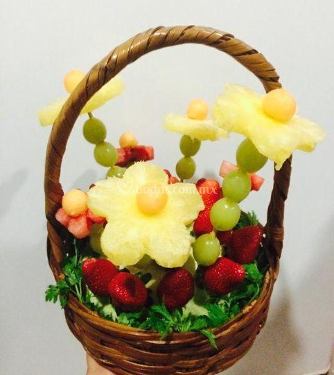 Canasta chica con frutas
