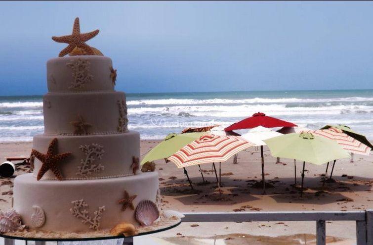 Tarta para bodas en la playa