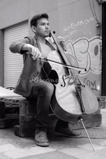 Oscar Miramontes violoncello
