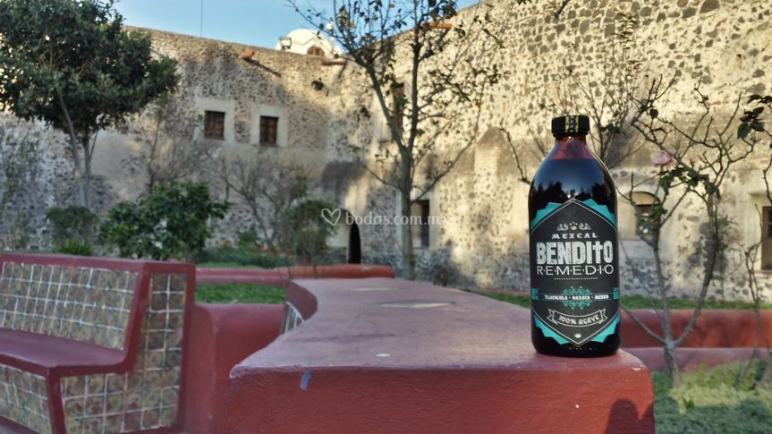 Mezcal bendito remedio añejo.