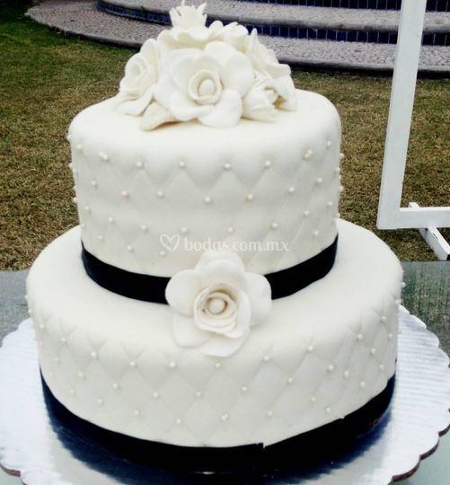 Pastel de bodas en fondant