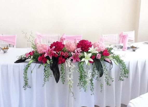 Decoracion mesa principal de riverside sal n de fiestas - Decoracion mesa salon ...
