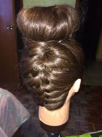 Ensaya su peinado