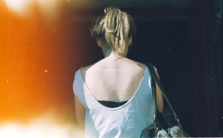 Lea de espalda
