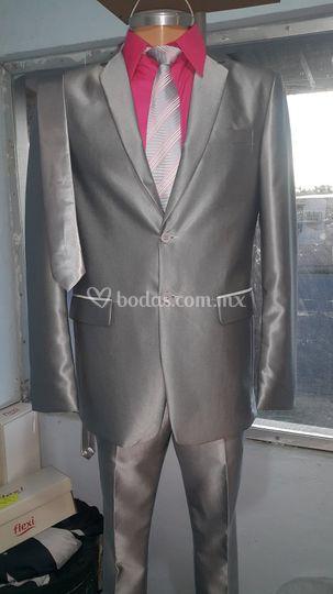 Elegante traje plata