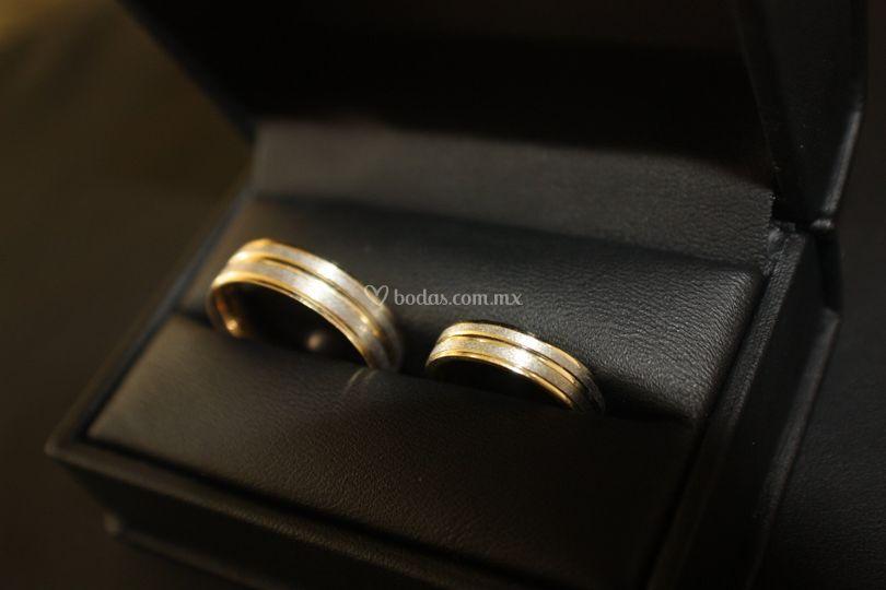 Argollas en oro combinado