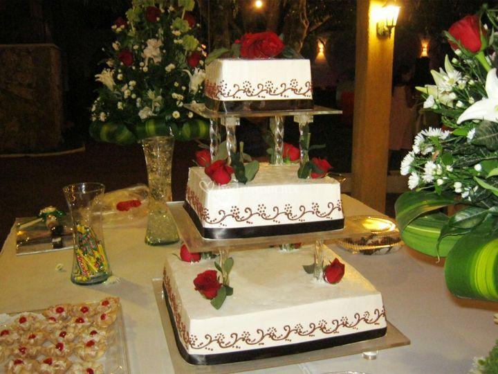 Tipos De Pasteles Para Bodas: Pastelería Delicias