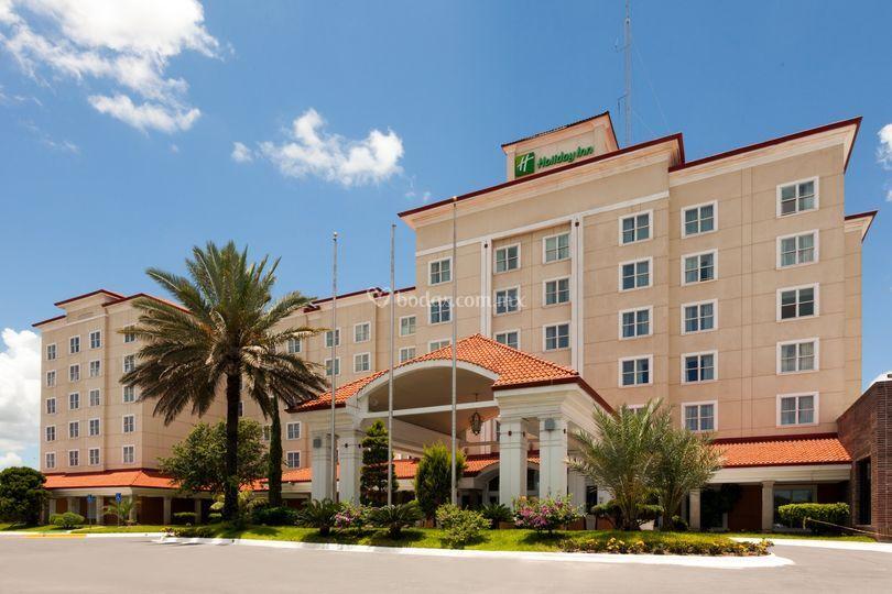 Fachada hotel de día