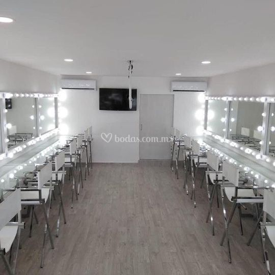 Cassandra Makeup studio