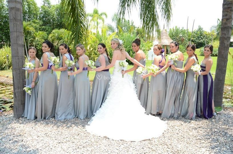 Arreglan a la novia y damas