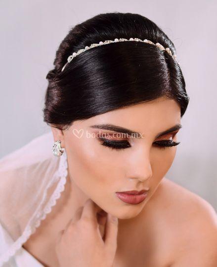 Maquillaje y peinado de novia