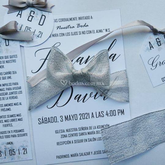 Invitacion plata con moño