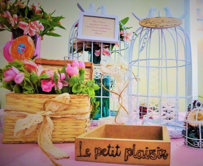 Con flores y jaulas