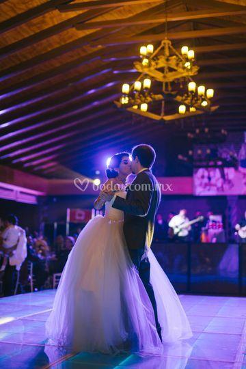 M y D, boda