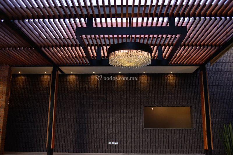 Jard n casa victoria for Iluminacion terraza