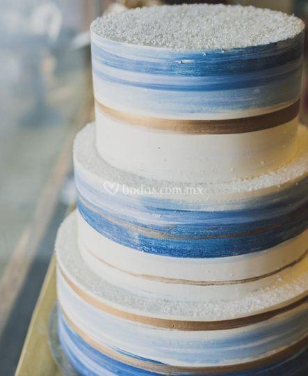 Pastel azul y dorado