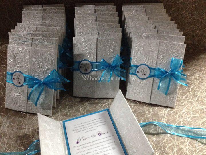 Invitación de boda con lazo azul