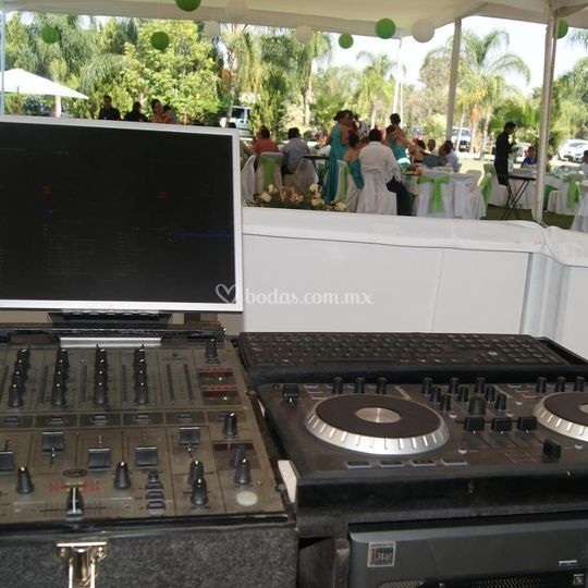 Equipo del DJ listo