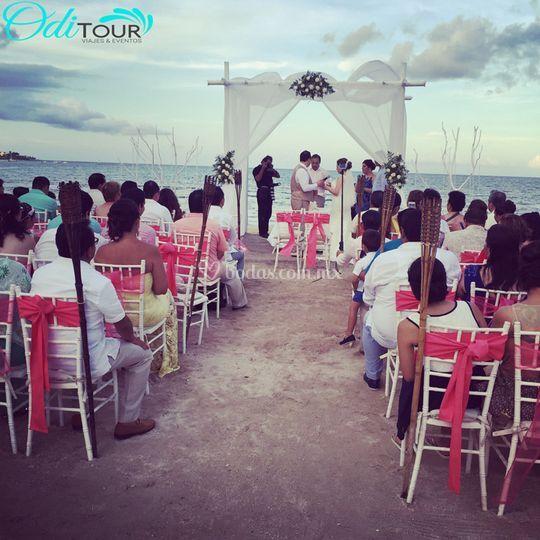 Ceremonia en playa de Oditour Wedding Planner