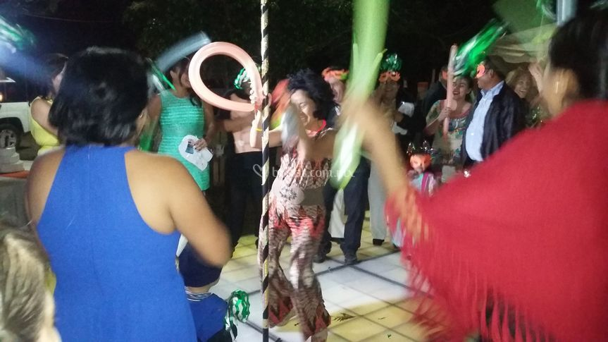 El público bailando tubo
