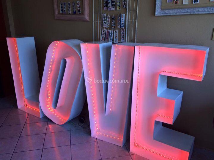 Love disponible en color rosa