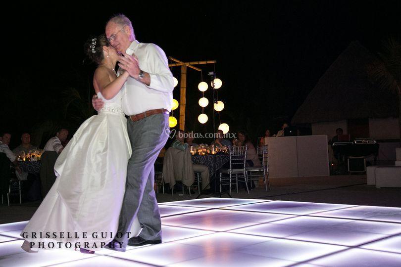 Bailando con su papa
