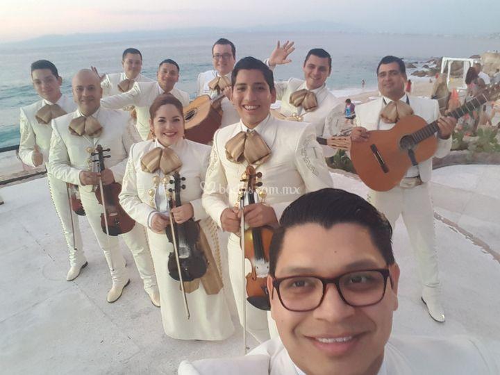 EL traje blanco para bodas