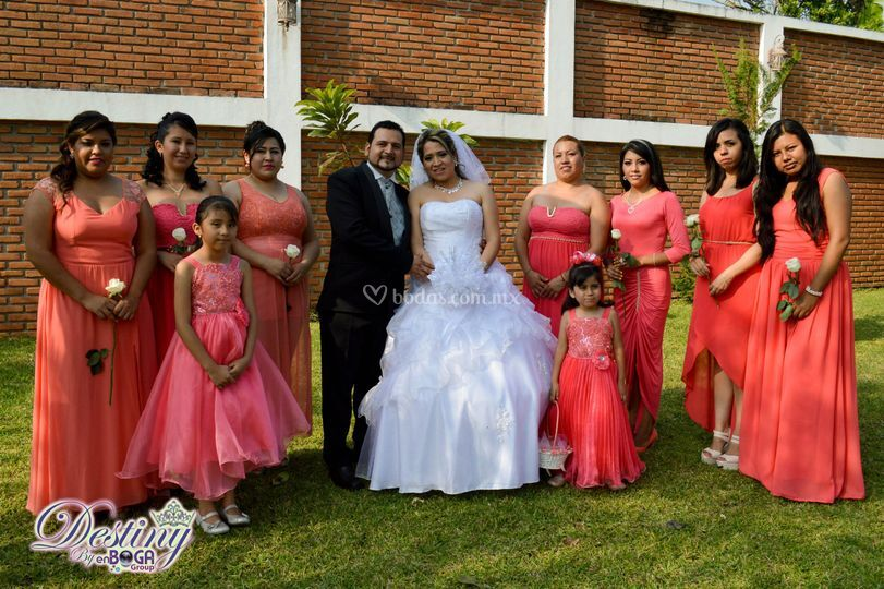 Con las damas de honor